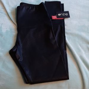 Size M/L Onzie flow leggings. Brand New.